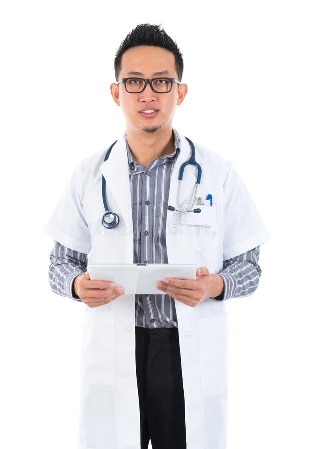 Серьезный мыжской медицинский доктор стоковое фото