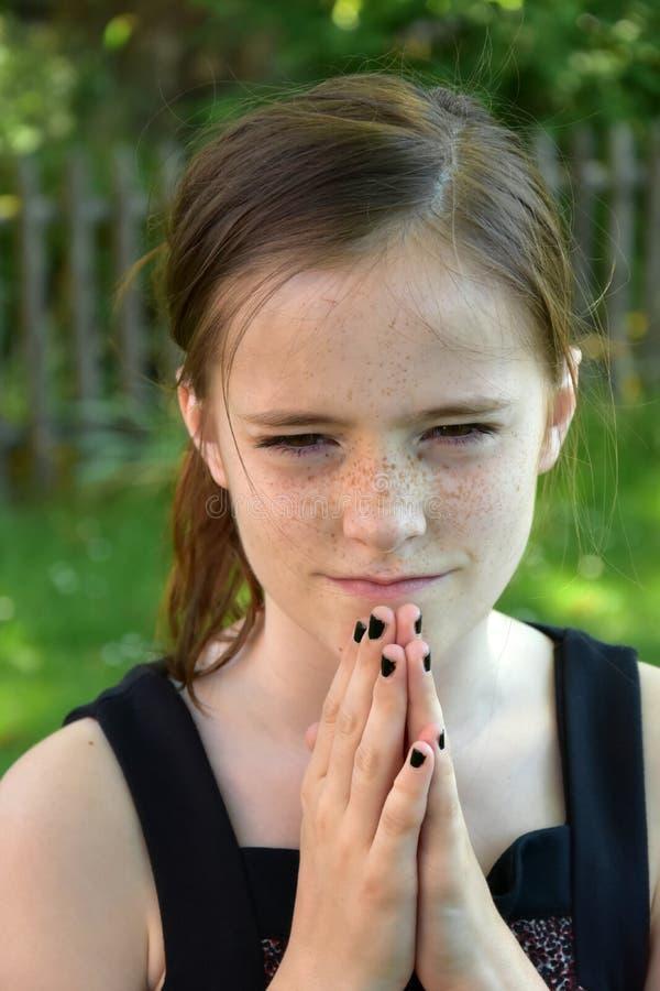 сердитая девушка подростковая стоковое изображение