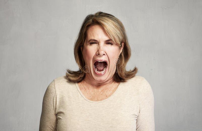 сердитая женщина стоковое изображение rf