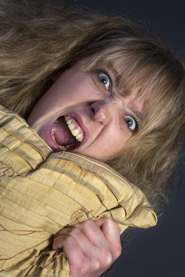 Сердитая молодая женщина стоковые фотографии rf