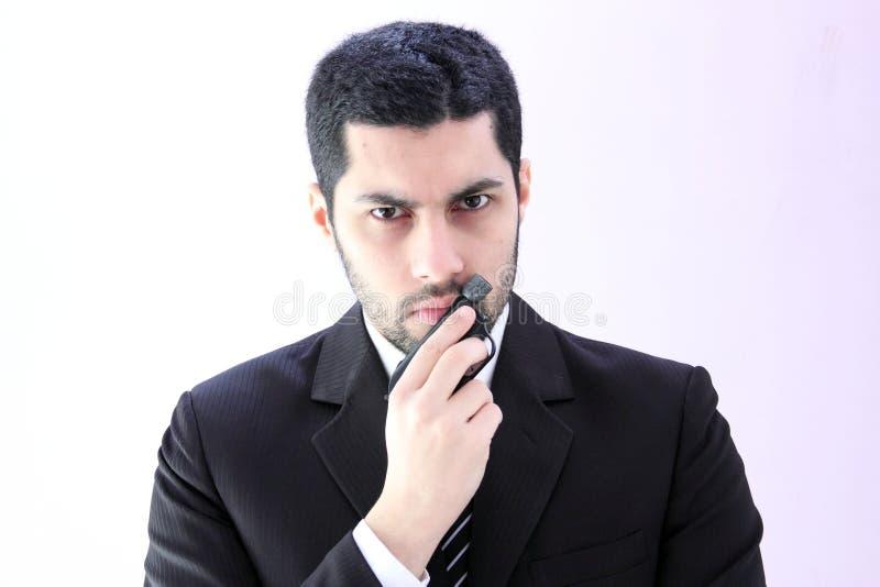Сердитый арабский бизнесмен с оружием стоковые фотографии rf