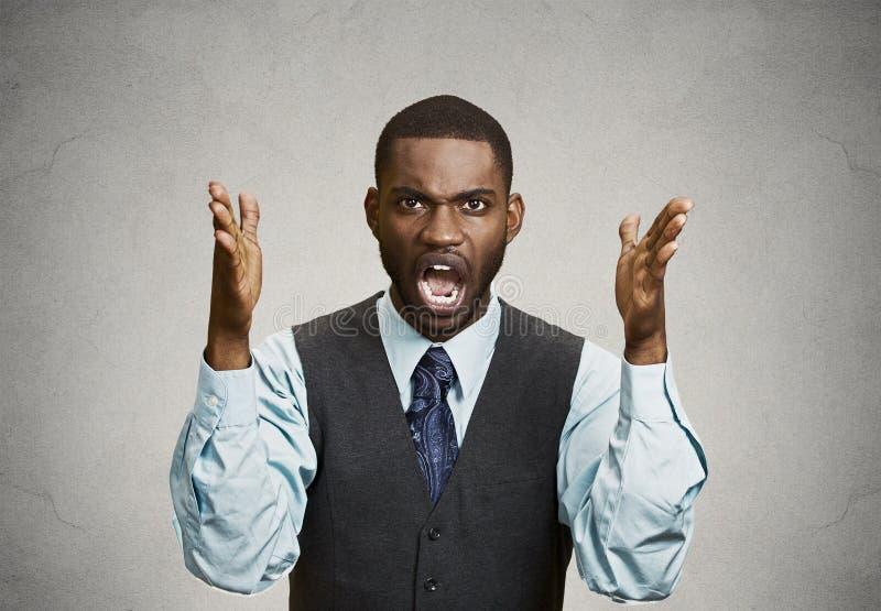 Сердитый бизнесмен screaming стоковое изображение rf