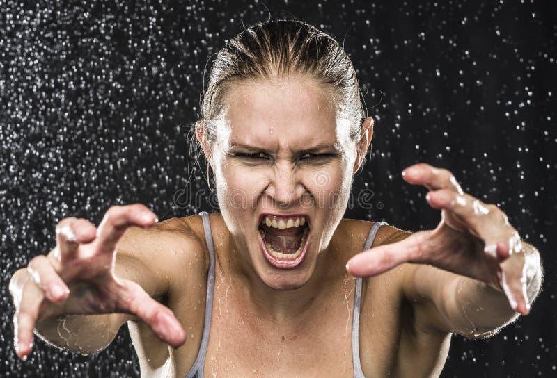 Сердитый женский боец достигая руки к камере стоковые фотографии rf