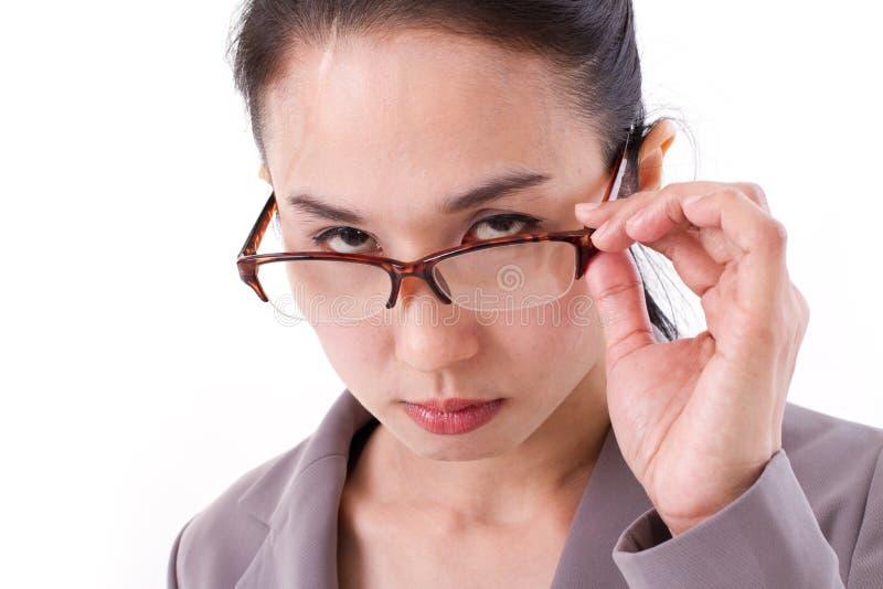 Сердитый женский босс смотря вас стоковое фото rf