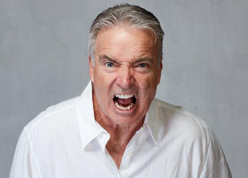 Сердитый старший человек стоковые изображения rf
