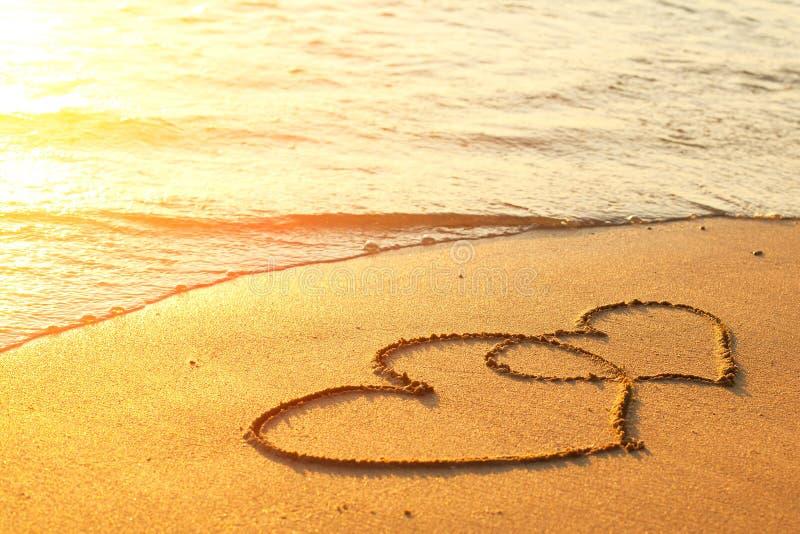 картинки сердце на песке чем