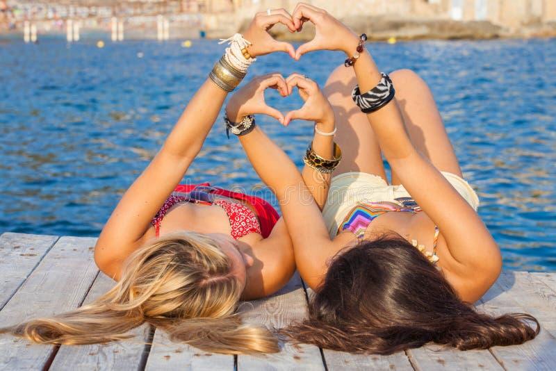 Сердца на летние каникулы или праздник стоковые фотографии rf