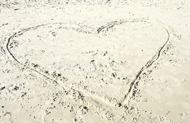 Download Сердце в точном песке стоковое фото. изображение насчитывающей baxter - 40580188