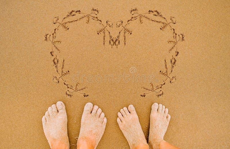 Сердце влюбленности картины на пляже стоковая фотография