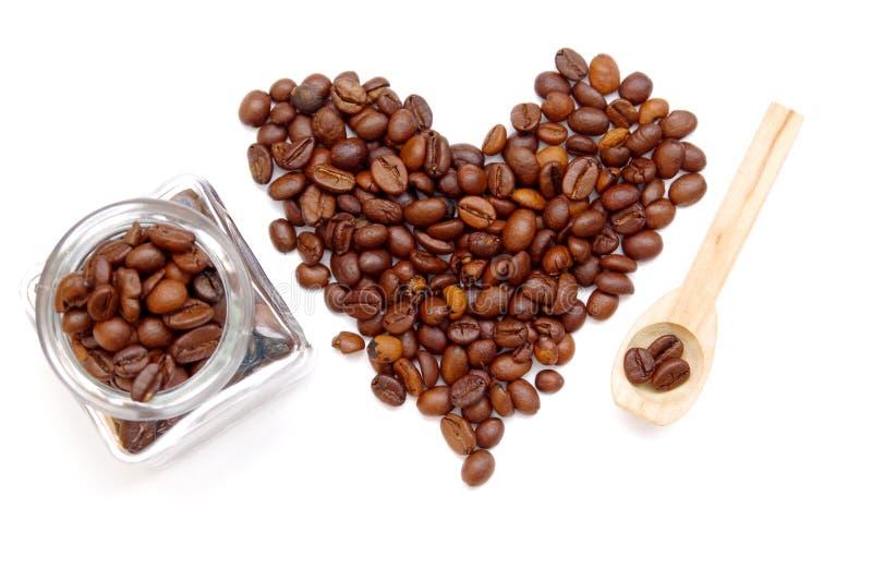Download Сердце кофейных зерен стоковое изображение. изображение насчитывающей макрос - 37927863