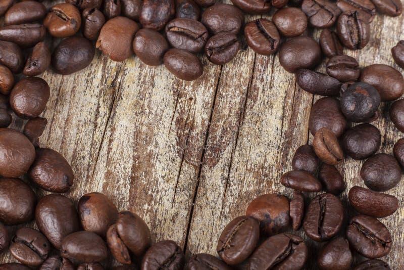 Сердце кофе на древесине стоковое фото