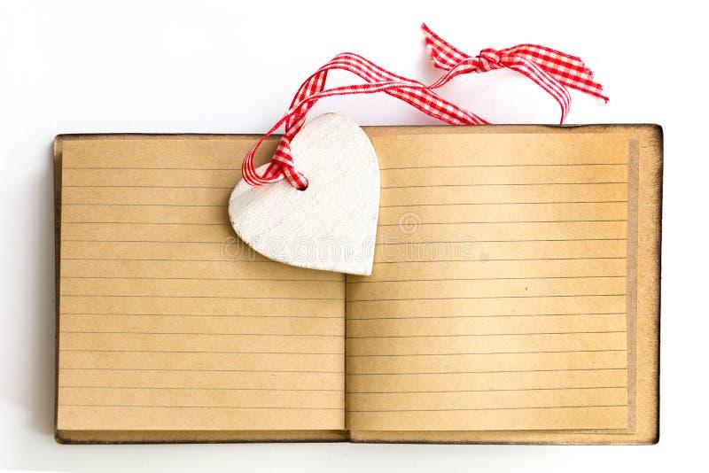 Сердце примечания дня валентинок стоковые фотографии rf
