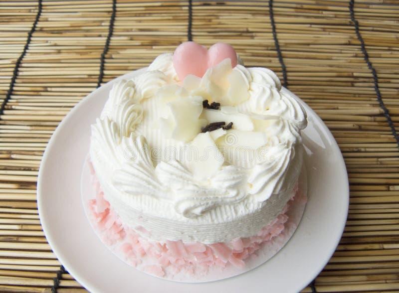 сердце торта влюбленности сладостного милого ванильного cream стоковое фото