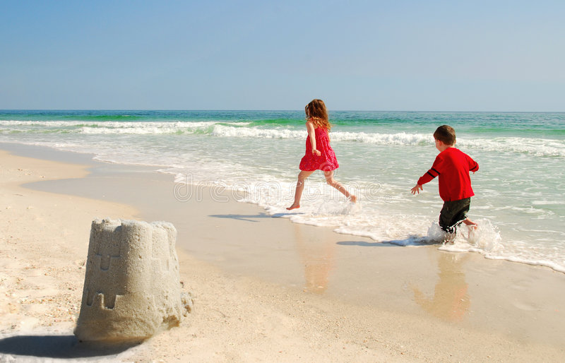 сестра брата пляжа стоковое фото