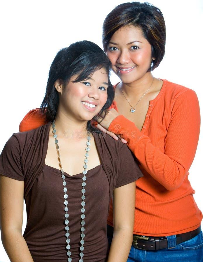 сестры азиатской предпосылки eautiful стоковое фото rf
