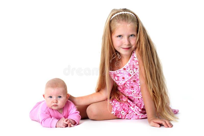 Сестры 8 год и 3 месяца старых стоковая фотография