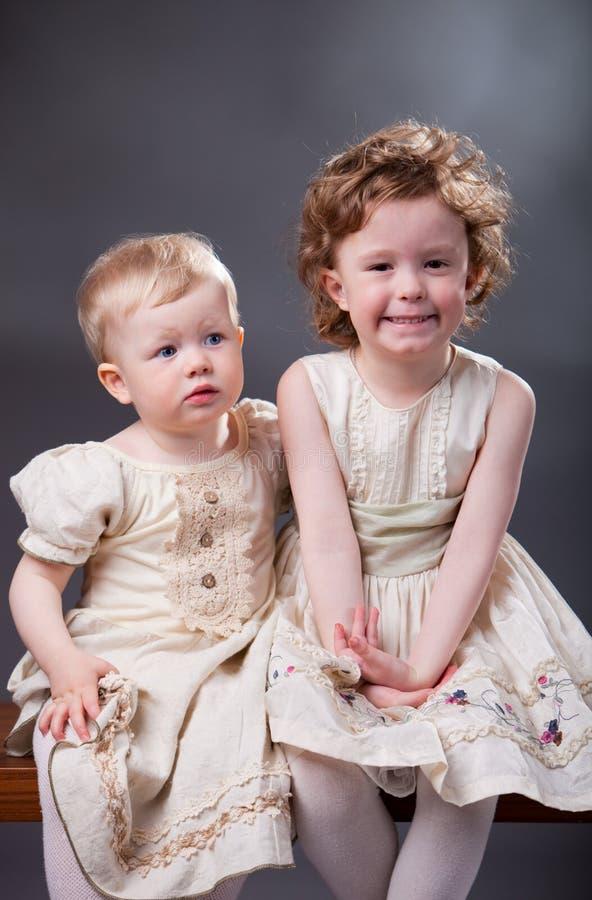 Картинки две сестрички единички