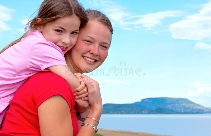 Download сестры стоковое изображение. изображение насчитывающей счастье - 18375501