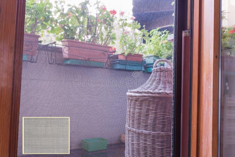 Сетка от комаров для окна и двери стоковое изображение rf