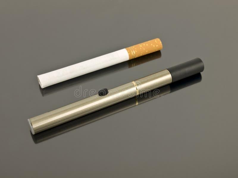 сетноая-аналогов сигарета электронная стоковое фото