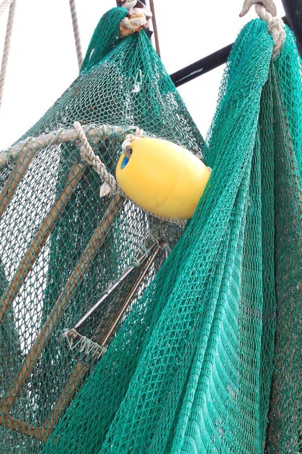 сеть коммерчески сухого рыболовства вися вне к стоковое фото