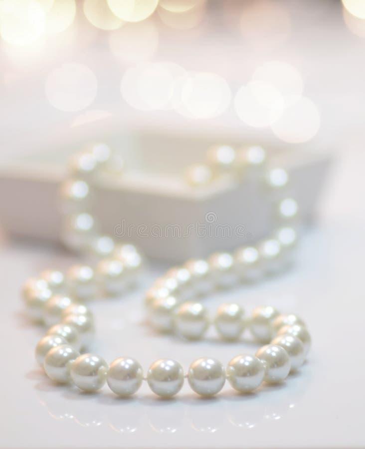 сеть перлы ожерелья утра росы стоковые фотографии rf