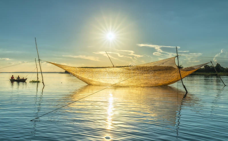 Сеть подъема стручка стороны Sunstar рыболовов стоковые изображения rf