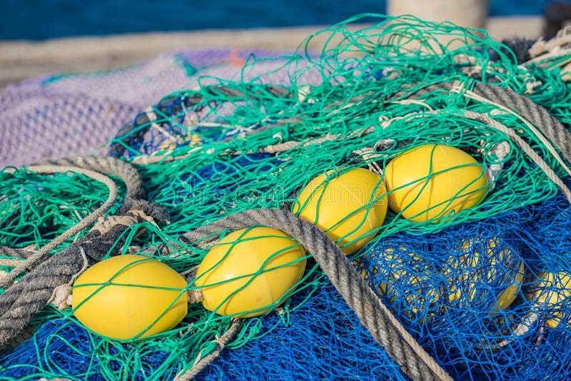 Сеть промышленного рыболовства на гавани стоковое фото