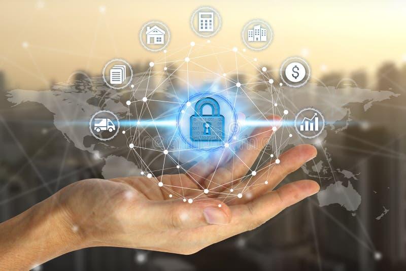 Сеть удерживания руки бизнесмена используя padlock над технологией сетевого подключения стоковое фото rf