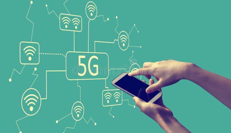сеть 5G со смартфоном удерживания человека иллюстрация штока