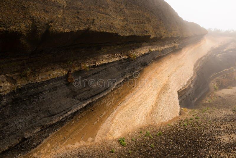 Седиментируйте слои около de дороги на национальном парке Teide, Тенерифе стоковое изображение
