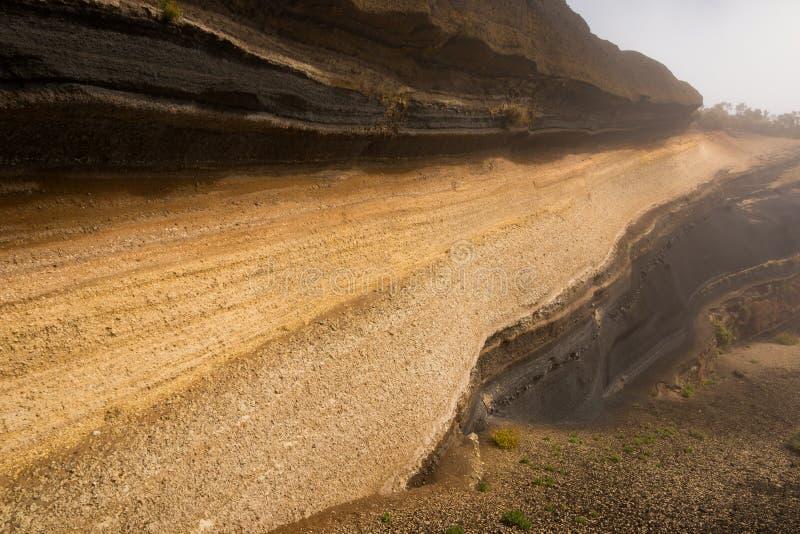 Седиментируйте слои около de дороги на национальном парке Teide, Тенерифе стоковая фотография