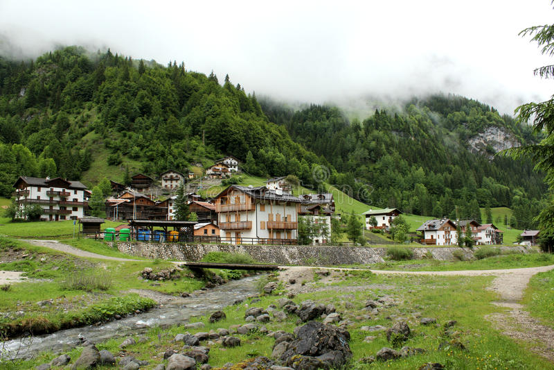 Село в горах стоковое изображение rf