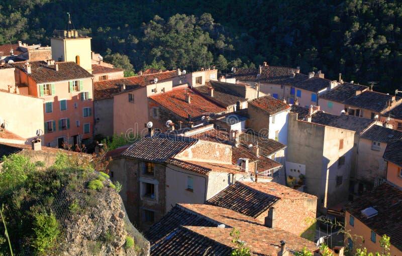 Село с старыми красивыми домами в Провансали, Франции. стоковые фото