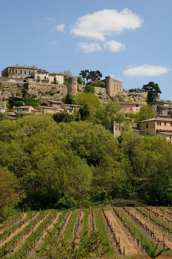 Download Село Menerbes в Провансали стоковое фото. изображение насчитывающей touristy - 33737402