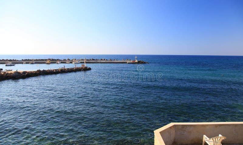 Download Село Panormo на Крите, Греции Стоковое Фото - изображение насчитывающей село, цветасто: 33733344