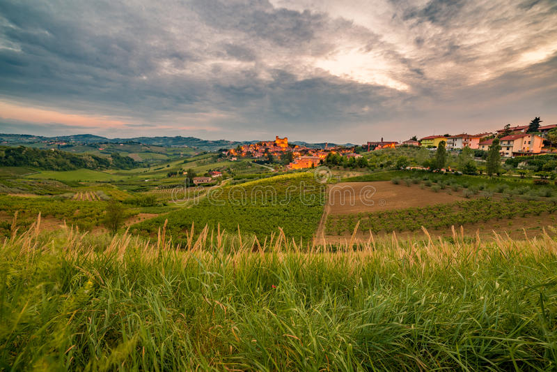 Сельская местность вокруг средневекового замка стоковые фото