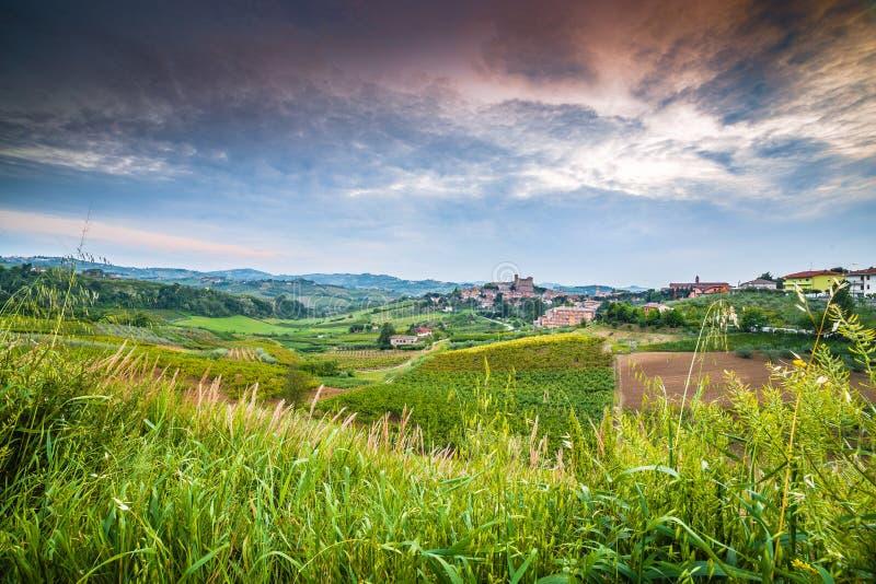 Сельская местность вокруг средневекового замка стоковые изображения
