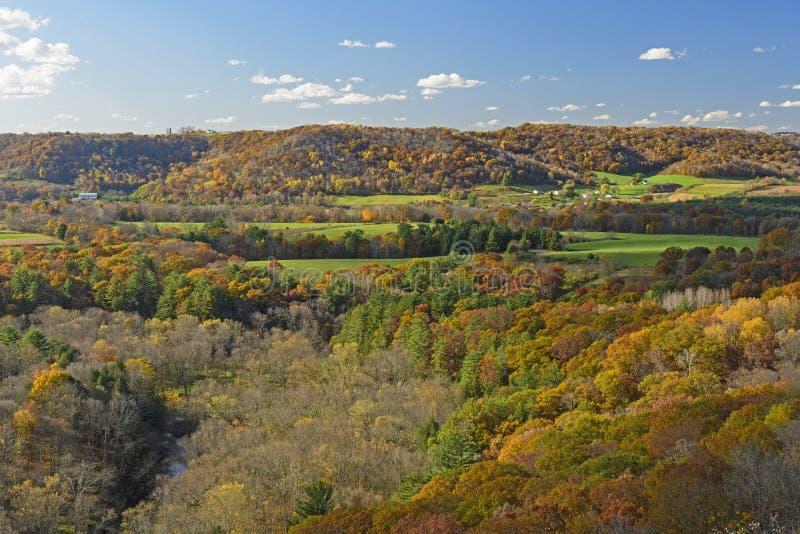 Сельская местность обрабатываемой земли Висконсина осенью стоковая фотография rf