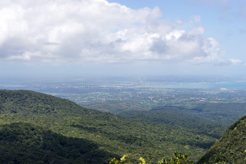 Сельский пейзаж на карибском острове Гваделупе стоковая фотография rf