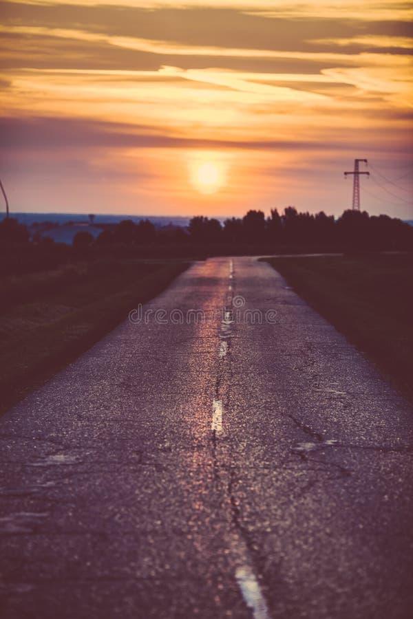 Сельское countyside с красивым заходом солнца стоковые фотографии rf