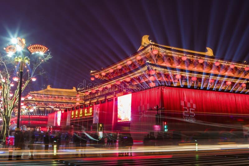 Сиань, Китай - 13-ое февраля 2019 Толпа на живописном месте для празднует китайский фестиваль весны стоковые фото