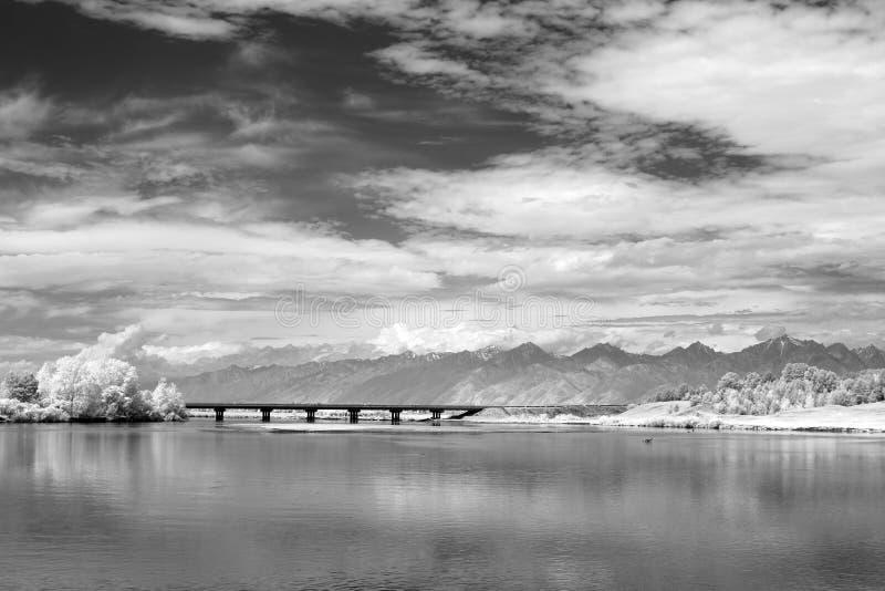 Сибирский утес mt Sayani на Lake Baikal стоковая фотография rf