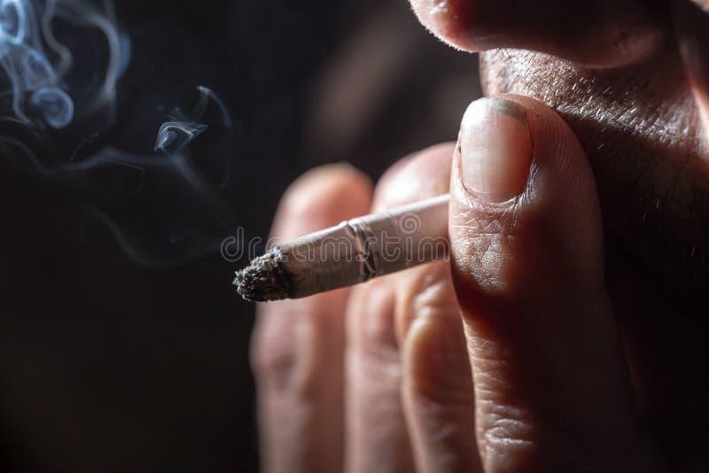 Курит сигарету и ласкает — 13