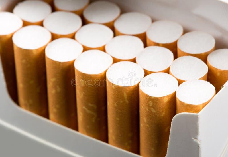Сигареты в пакете стоковая фотография