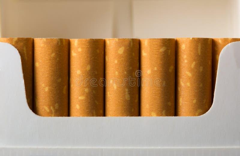Сигареты в пакете стоковые изображения