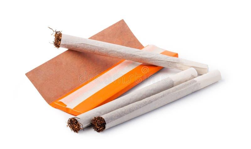 Сигареты свернутые рукой стоковые изображения rf