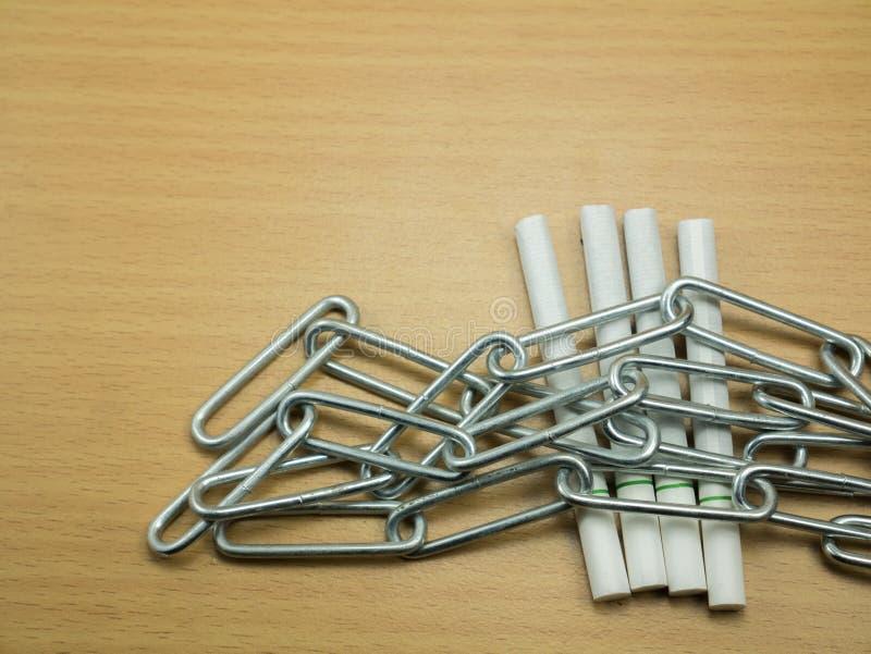 Сигареты с цепным дымом стопа концепции стоковые изображения rf