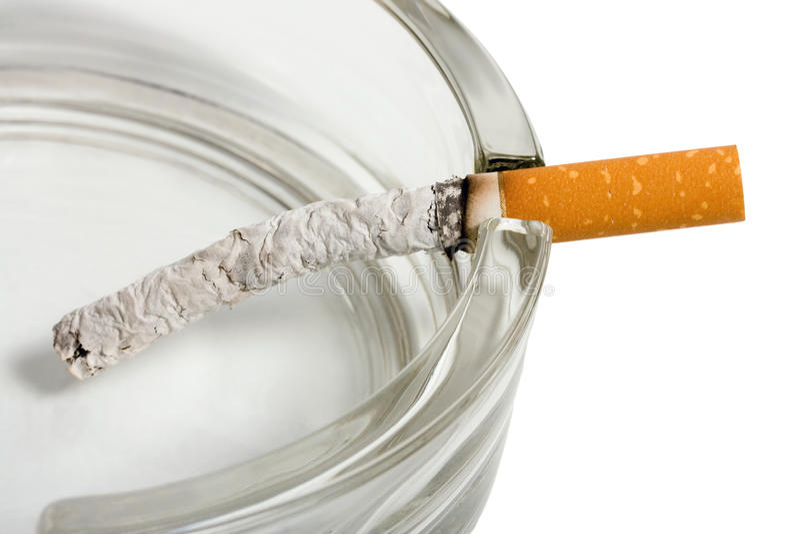 сигареты ashtray стоковое фото