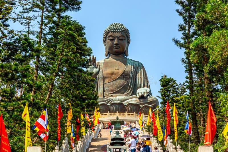 Сигнальте Kong, SAR Китая - может, 2019: Большое Tian Tan Будда на монастыре Po Lin в Гонконге во время дня лета солнечного стоковые фотографии rf